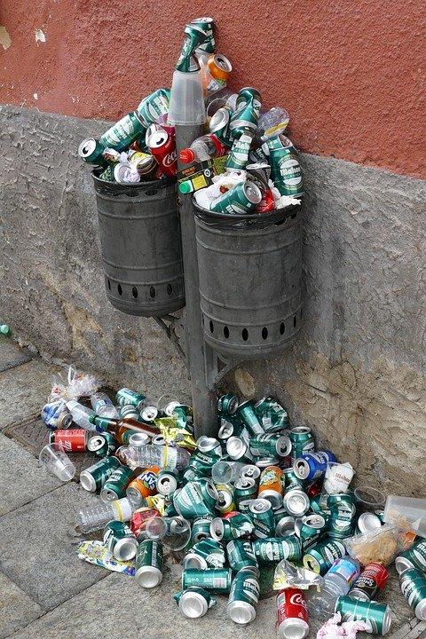 https://pixabay.com/photos/recycle-bin-waste-bin-trash-can-4642724/